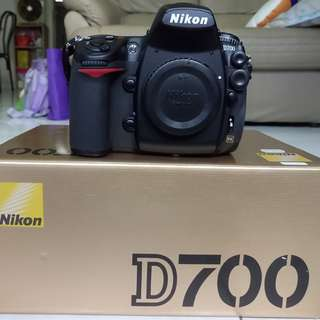 Good Condition Nikon D700 full frame body with original Nikon battery grip