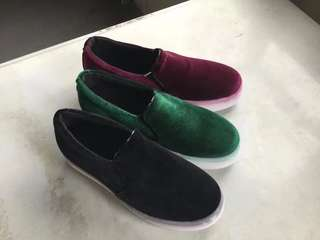 Simple and casual flat sneaker