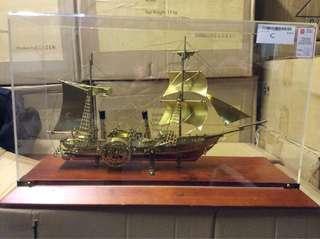 (UBT) Antique Displays
