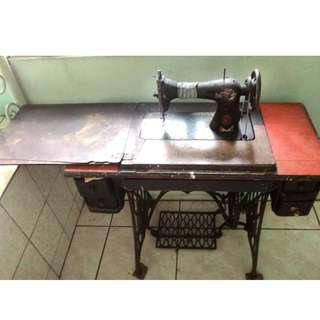 Vintae Singer Sewing Machine