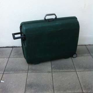 Samsonite 29 inches oyster case with one main combination lock and two side lock.