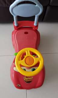 Ride on Lightning Mcqueen Car with storage compartment. No sound so sell at $30 😁
