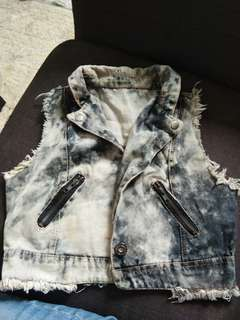 Acid wash crop denim vest