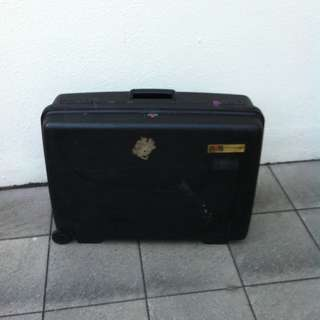 Delsey 25 inches hardcase luggage. Dimensions 62 x 48 x 20cm.