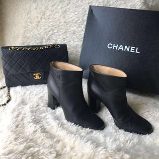 CHANEL Classic Black Ankle Booties 38.5 Interlocking CC Logo Calfskin Boots with Block Stacked Heel