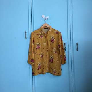 Stradivarius buttondown blouse top