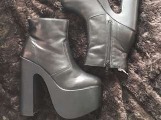 Size 5 ROC black Heel Boots