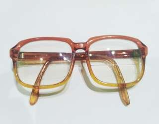 Kacamata vintage artmatic