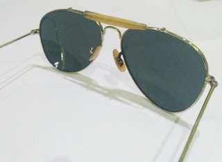 Kacamata vintage model pilot.