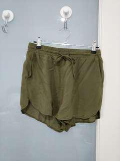 Casual kaki shorts