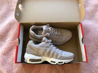 Brand new authentic nike 95