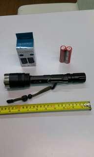 無盒包裝系列:全新9寸半長、強光(白光)手電筒。