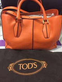 100% authentic Tods 2 way leather handbag ( with adjustable long strap )