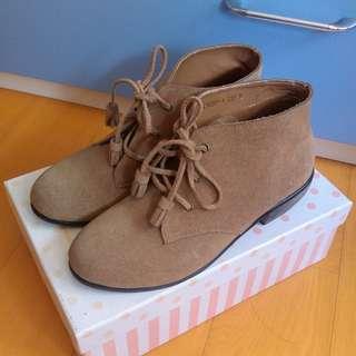 🚚 Grace gift 奶茶棕色復古小圓頭麂皮流蘇低跟短靴