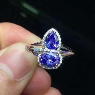 18K金坦桑鑲嵌鑽石戒指