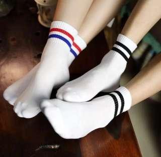 🚚 紅藍線條襪子