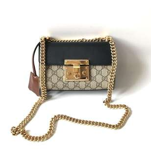 Excellent Gucci Padlock Small (20 x 7 x 12 cm) complete with clochette, dustbag, sample leather, tag, & paperbag.