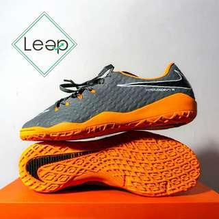 Sepatu Futsal Nike Hypervenom Phelon III Grey