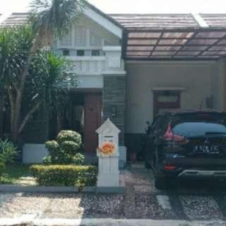 Rumah minimalis dalam perumahan elite