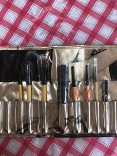 Bobbi Brown makeup brush set