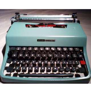 Olivetti Lettera 32 | Vintage Collector Typewriter | 1960's Design