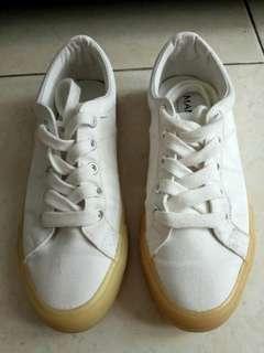 MANGO Sneakers / Sepatu Wanita