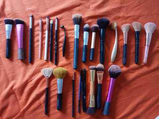 Makeup Brush AUTHENTIC & INSPIRED