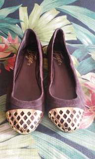 Orig. Fergie doll shoes with gold details