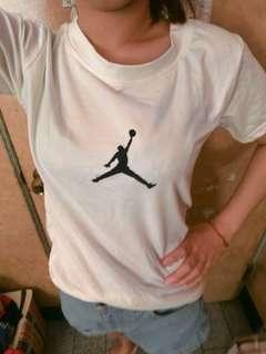 🚚 Jordan上衣黑白
