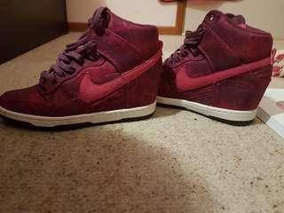 Nike heals pink purple print size 6