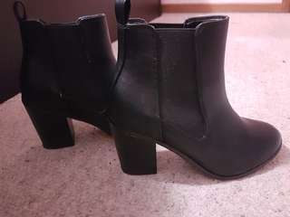 Betts black in fashion boots size 7