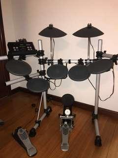 YAMAHA DTX500 Drum Set
