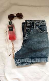 Colours Highwaist Shorts