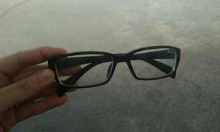 Kacamata min 2 fullframe