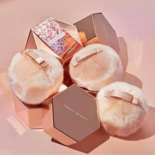Fenty Beauty Fairy Bomb Glitter Highlight Pom Pom Puff