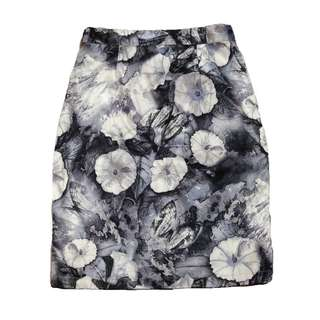 New:Shapes high waisted floral pencil skirt