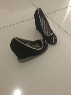 3x pairs of shoes $10 each
