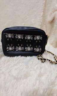 Black diamond sling bag