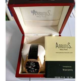 arbutus New York Auto Leather Bracelet with power indicator