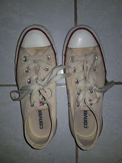 Converse dirty white sneakers