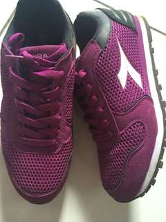 Sepatu diadora / 2x pakai ukuran 39