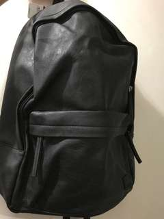 黑皮 背囊 全新 backpack from ZALORA 返學 出街都可以 vans jansport Herschel