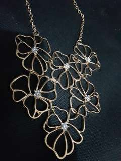 Flower gold necklace