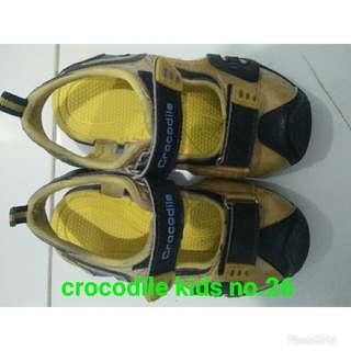 Sepatu anak laki - laki