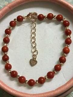 紅珊瑚珠配金色間珠手錬