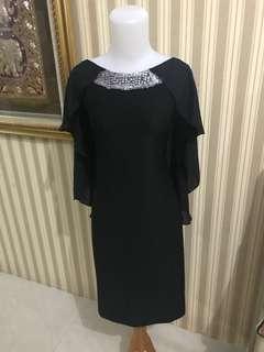 Black dress must item have😘