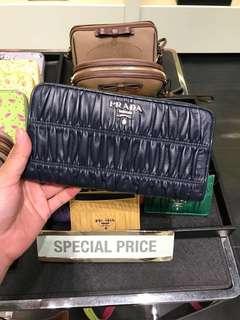 歐洲代購連線中 Prada 女裝長銀包 預訂