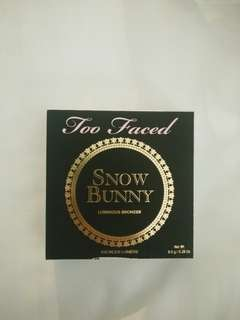Too faced snow bunny luminious bronzer