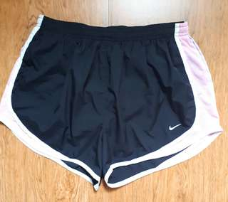 Authen Nike short for women