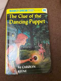 NANCY DREW - THE CLUE OF THE DANCING PUPPET